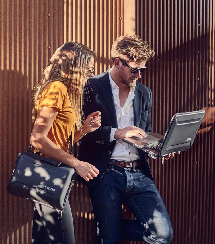 Чехол Thule Gauntlet MacBook Sleeve 13 black (TGSE2355BLK)